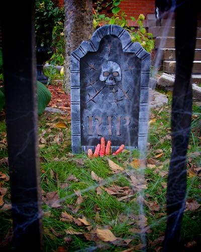 IMG_3275 - Version 22011-10-24Halloween street-closing-back-bay-Beacon-hill-boston© 2011 Penny Cherubino (1)