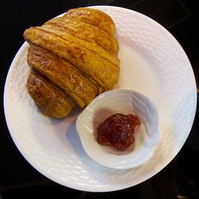 IMG_2793 - Version 22011-10-01-pb boulangerie-wellfleet-croissant-© 2011 Penny Cherubino
