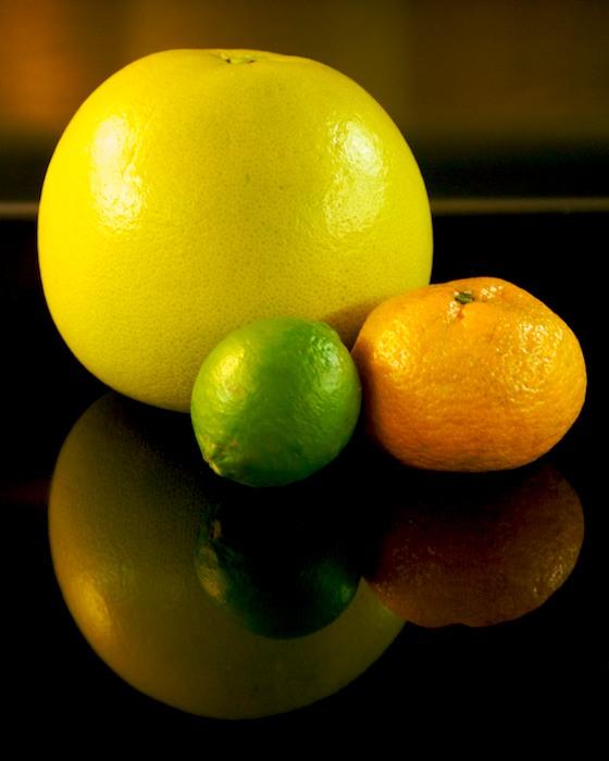 DSC_5905 - Version 32011-12-24-pomelo-lime-tangerine-compare-size-© 2011 Penny Cherubino