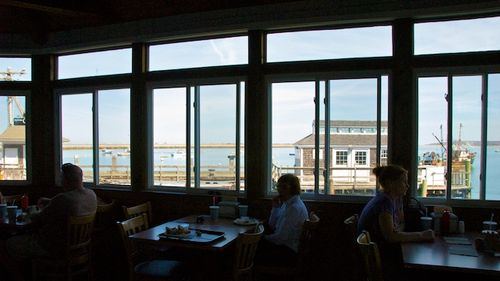 PMC_1669 - Version 22012-04-17-woods-seafood-plymouth-dining-room-view-harbor-© 2011 Penny Cherubino