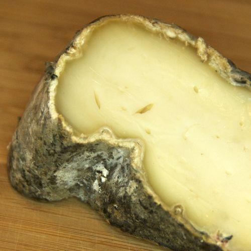 PMC_5548 - Version 22012-07-08-twig-farm-square-goat-cheese-© 2011 Penny Cherubino