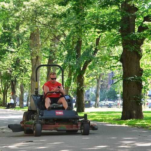 DSC_7523 - Version 22012-08-22-tesxting-while-mowing- back bay-commonwealth-avenue-mall-© 2011 Penny Cherubino (1)