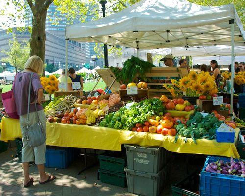 PMC_6243 - Version 22012-09-07-farmers-market-harvest-abundance-© 2011 Penny Cherubino