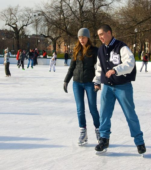PMC_8143 - Version 22012-12-26-frog-pond-boston-common-skating-© 2011 Penny Cherubino