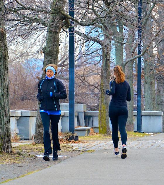 CHE_0719 - Version 32013-01-09-runner-charles-river-misty-winter-morning-© 2011 Penny Cherubino2013-01-09-women-running-charles-Esplanade-© 2011 Penny Cherubino