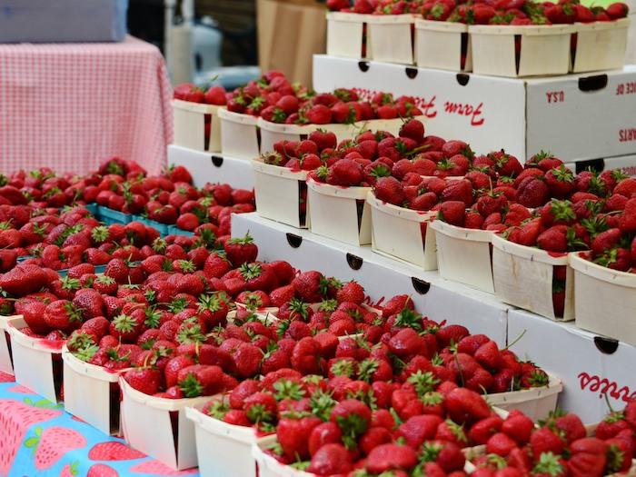 CHE_8177 - Version 22013-06-21-strawberries- © 2011 Penny Cherubino