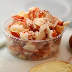 CHE_7467 - Version 22013-05-27-lobster-rolls-no-mayo-RI-CT-style-© 2011 Penny Cherubino