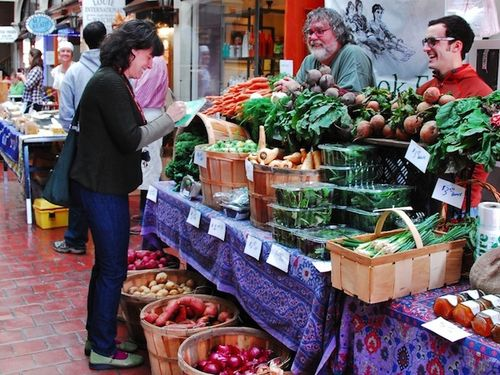 PMC_6885 - Version 22012-11-11- JJ Gonson-shopping-brookline-farmers-market-silverbrook-farm-Scott-vegetables-© 2011 Penny Cherubino copy