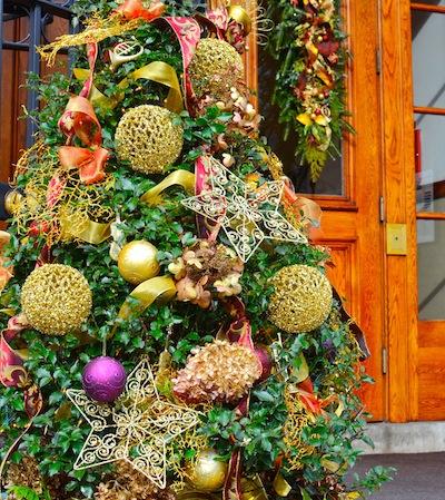 -holiday-display-newbury-street-prince-school-