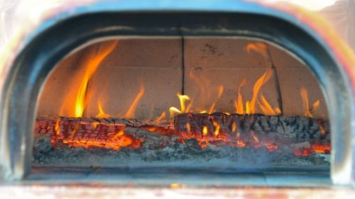 PC2_1911 - Version 22014-02-01-Vesta-Mobile-woodfired-pizza-Wayland-winter-farmers-market-russell's-garden-center-massachusetts-© 2011 Penny Cherubino