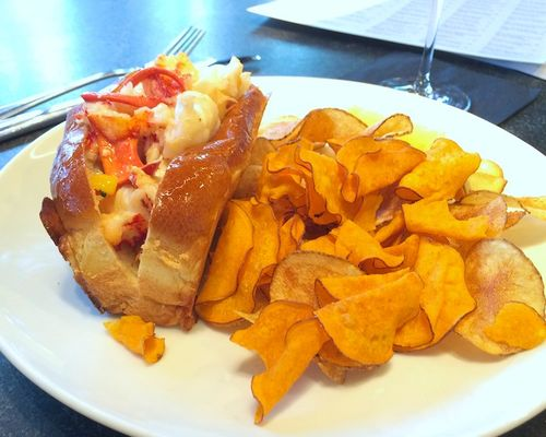 IMG_0179 - Version 22014-02-25-row 34-lobster-roll-chips-© 2011 Penny Cherubino