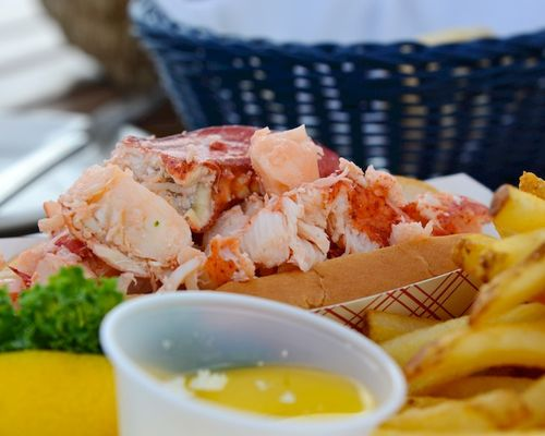 CHE_3786 - Version 22014-07-24lobster-roll-jakes-restaurant-fish-market-hull-ma-© 2011 Penny Cherubino