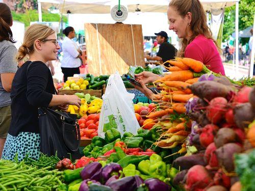 CHE_4111 - Version 22014-08-05-Farmers-market-season-of-adundance-© 2011 Penny Cherubino copy