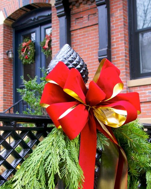 IMG_9024 - Version 22015-12-14-boston-holiday-bow-fence-door-© 2014 Penny Cherubino