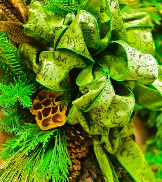 CHE_5509 - Version 22014-12-04-holiday-wreath-marlborough-street-boston-© 2014 Penny Cherubino