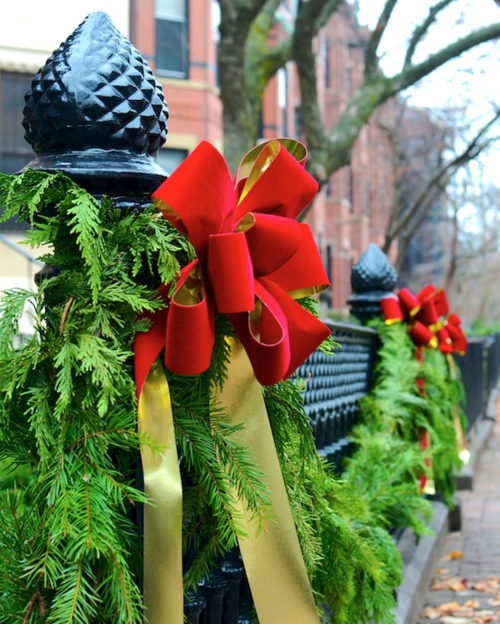 DSC_7569 - Version 22015-12-14-boston-holiday-bow-fence-garland-© 2014 Penny Cherubino (1)
